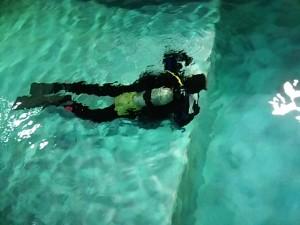 店内温水プールで自主練タイムです!